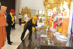Floral tributes to spiritual  masters by guests from University of Miyazaki